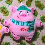 """""""хрюшка-новогодняя игрушка"""" дизайн машинной вышивки интернет-магазин дизайнов машинной вышивки Ольга К."""